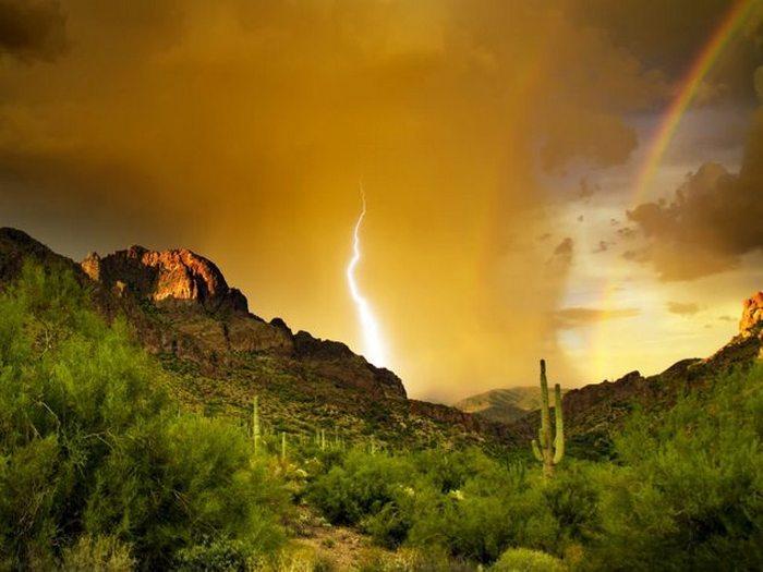 Горы Суеверия в штате Аризона.