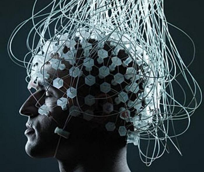 Интерфейс между мозгом и компьютером.