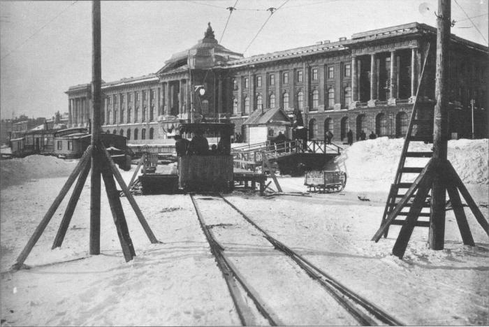 Ледовый трамвай: с Васильевского острова на Сенатскую площадь и обратно.