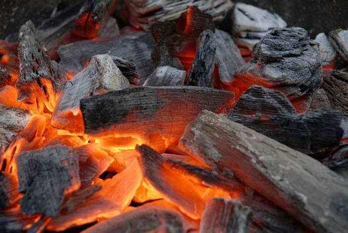 Древесный уголь - прекрасный освежитель.