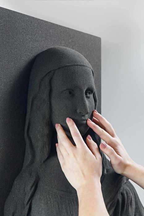 Экспонат выставки для незрячих.