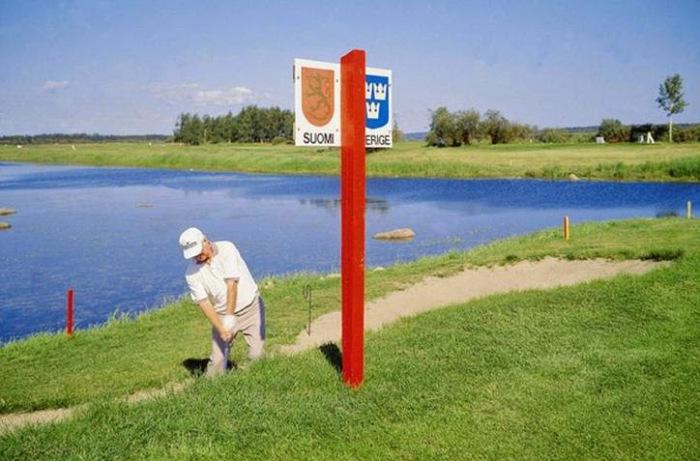 Сыграть в гольф на границе Швеции и Финляндии.