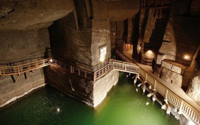 Удивительные пещеры.