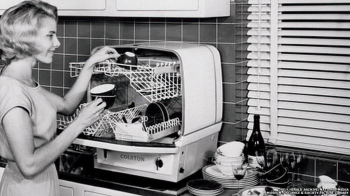 Посудомоечная машина размером с хлебницу.