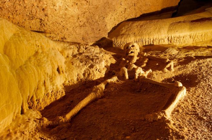 Актун-Туничиль-Мукналь  - пещера в Белизе.