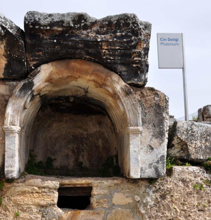Плутоний - вход в греческий Гадес.
