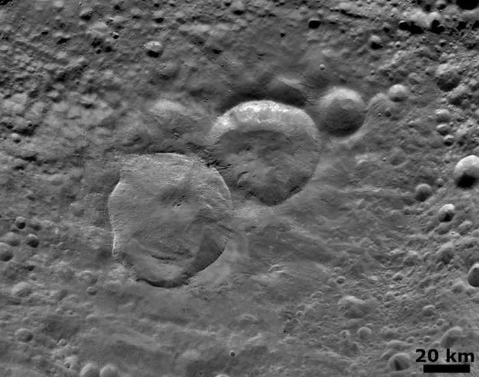 Снеговик из кратеров