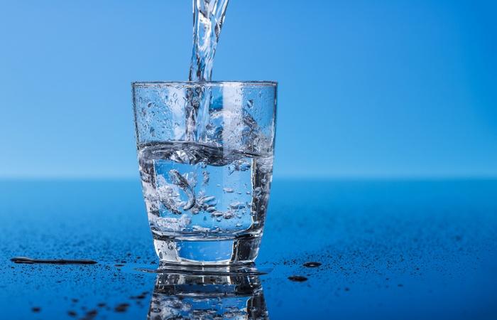 Не выспался?: пей воду.