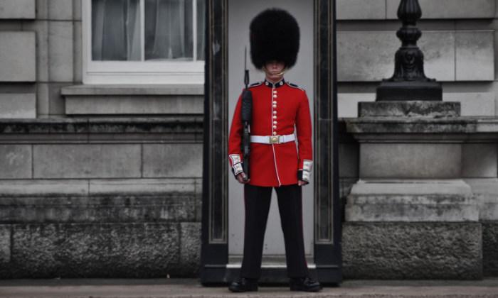 Охранник в Букингемском дворце.