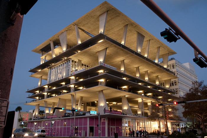 Многофункциональный комплекс на 111 Линкольн Роуд в Майами-Бич