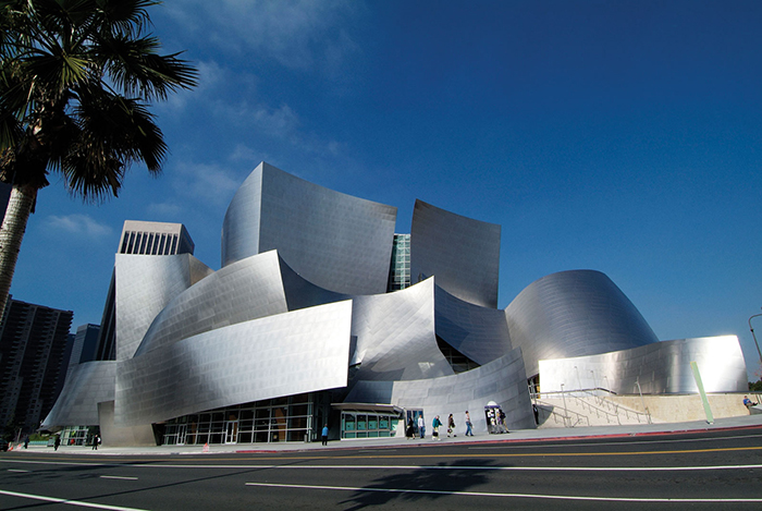 Концертный зал имени Уолта Диснея в Лос-Анджелесе, США