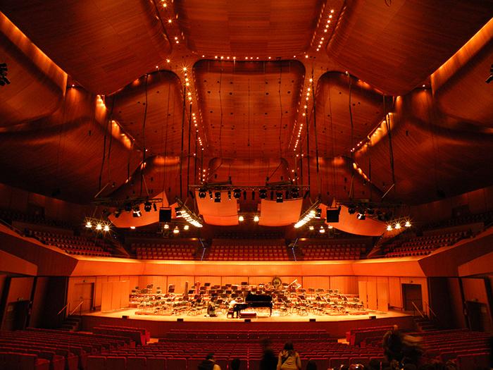 Концертный зал «Парко-делла-Музика» в Риме, Италия: интерьер главного зала