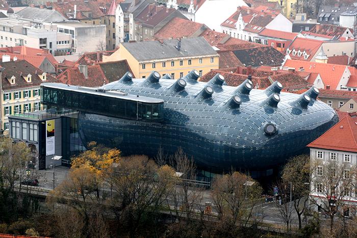 Музей современного искусства «Кунстхаус» в Граце с высоты птичьего полета