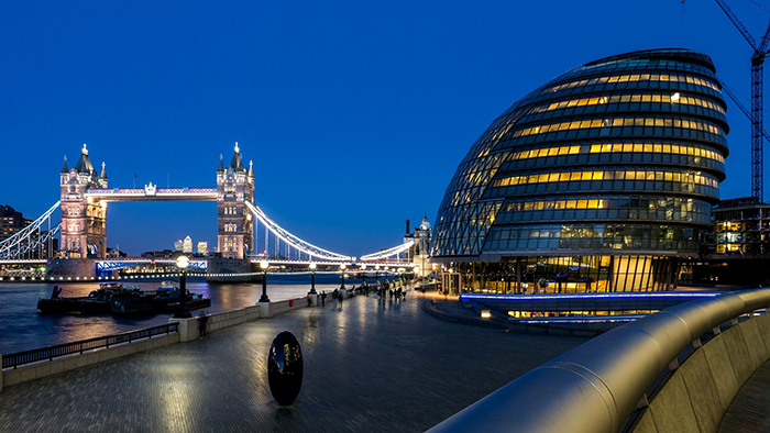 «Сити-холл» в Лондоне: ночной кадр