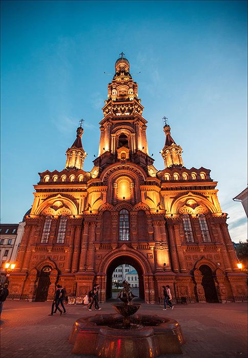 Колокольня Богоявленского собора: ночной кадр