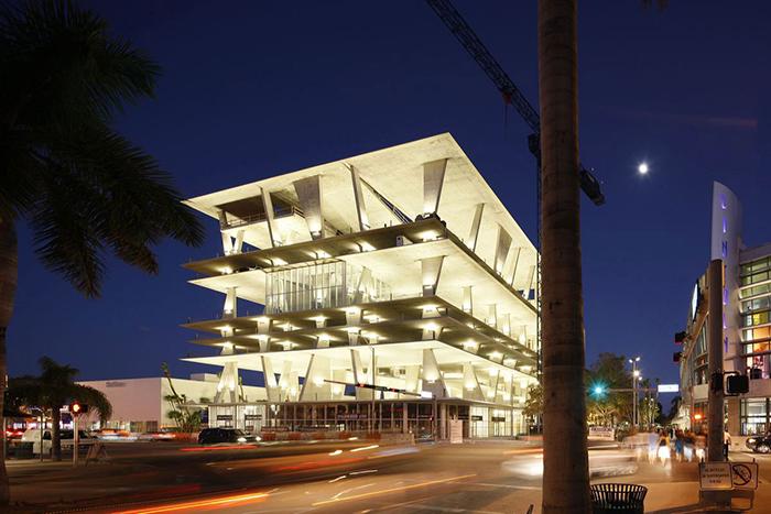 Авангардная парковка в Майами