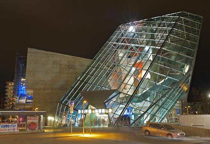Кинотеатр UFA-Palast в Дрездене, Германия: ночной кадр