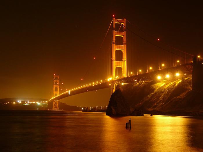 Мост 'Золотые Ворота' в Сан-Франциско: ночной кадр