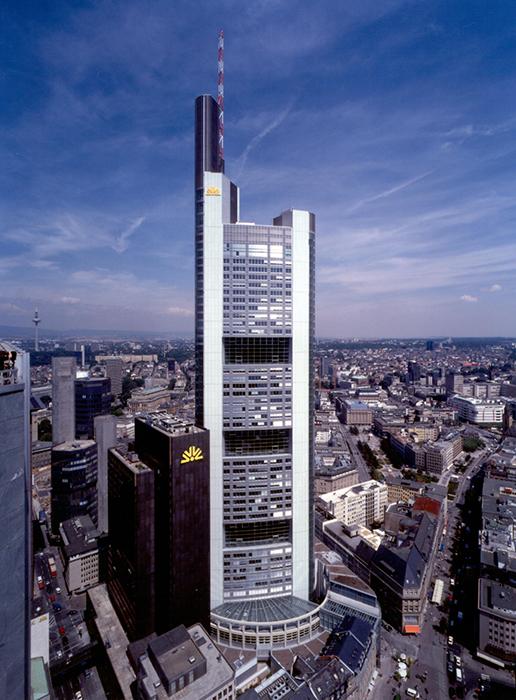 Штаб-квартира банка «Коммерц-Банк» во Франкфурте-на-Майне с высоты птичьего полета