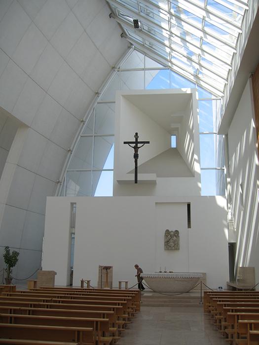 Церковь Милосердного Бога Отца в Риме: интерьер помещения
