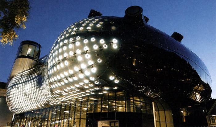 Музей современного искусства «Кунстхаус» в Граце: ночной кадр