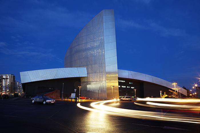 Северный имперский военный музей в Манчестере: ночной кадр