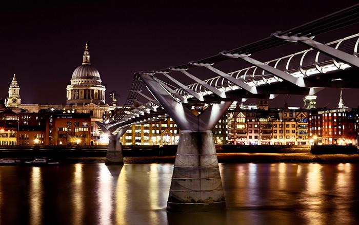 Мост «Миллениум» в Лондоне: ночной кадр