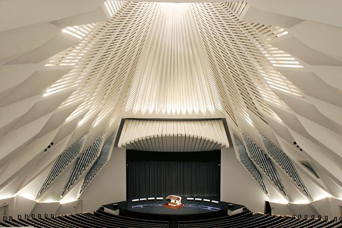Оперный театр 'Аудиторио-де-Тенерифе' в Санта-Крус-де-Тенерифе: интерьер зала