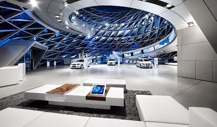 Многофункциональный выставочный центр «Мир BMW» в Мюнхене, Германия: интерьер помещения