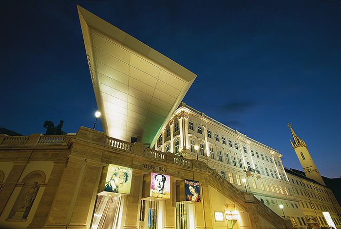 Музей графики «Галерея Альбертина» в Вене: ночной кадр