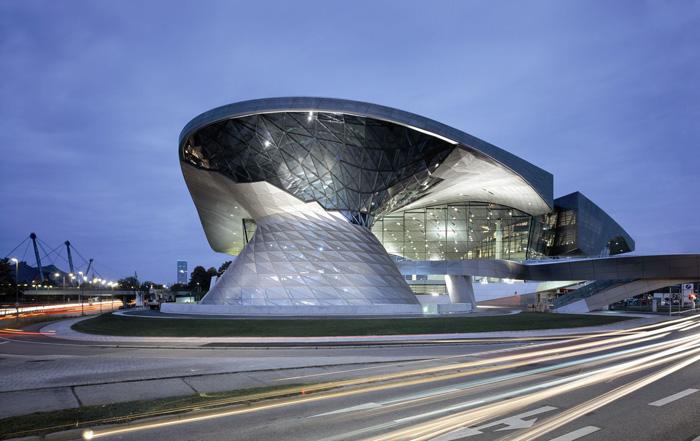 Музей и многофункциональный выставочный центр «Мир BMW» в Мюнхене, Германия