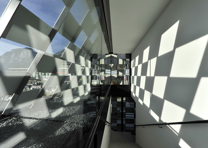Отделение банка BTV в Инсбруке: интерьер помещения