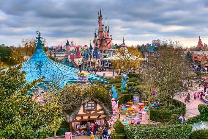 Тематический парк развлечений «Диснейлэнд» в Париже, Франция