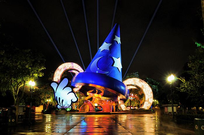 Тематический парк развлечений «Голливудская студия Диснея» в Бэй-Лэйке, США: ночной кадр