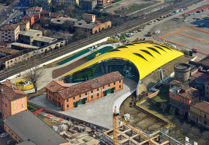 Музей автомобиля Ferrari в Модене, Италия: с высоты птичьего полета