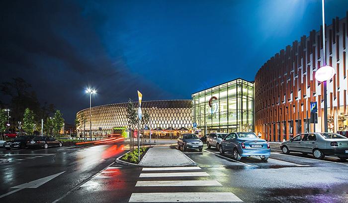 Шопинг-центр «Корона» в Кельце: ночной кадр