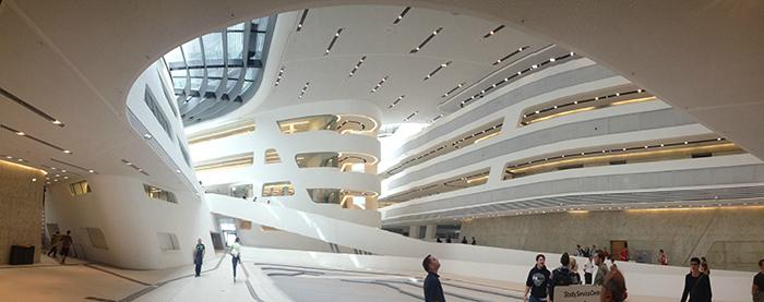 Библиотека и учебный центр экономического университета в Вене: интерьер помещений