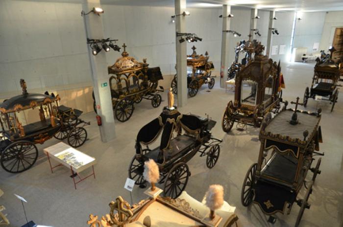 Музей катафалков в Барселоне, Испания