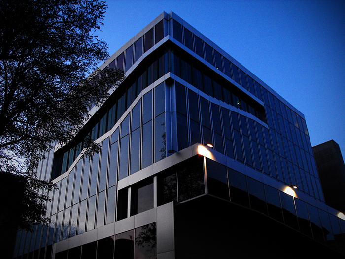 Здание Посольства Голландии в Берлине, Германия: ночной кадр