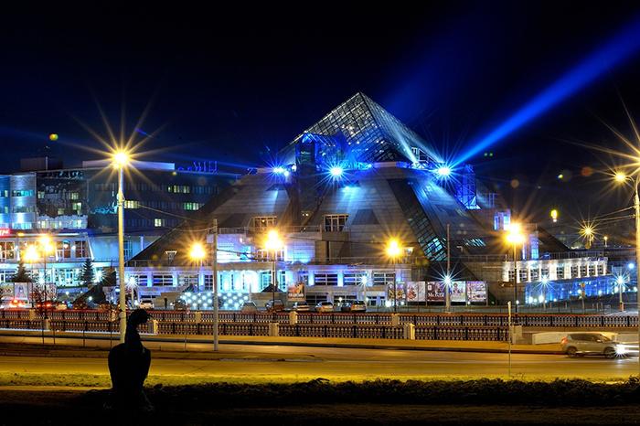 Культурно-развлекательный комплекс «Пирамида»: ночной кадр