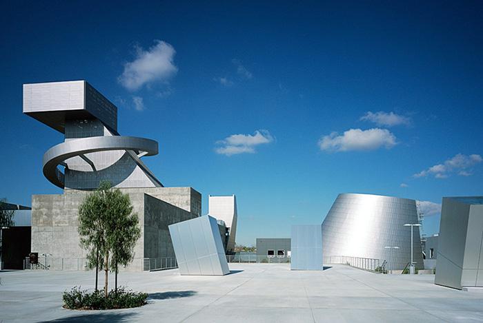 Школа визуальных и исполнительских искусств им. Рамона Кортинеса в Лос-Анджелесе, США