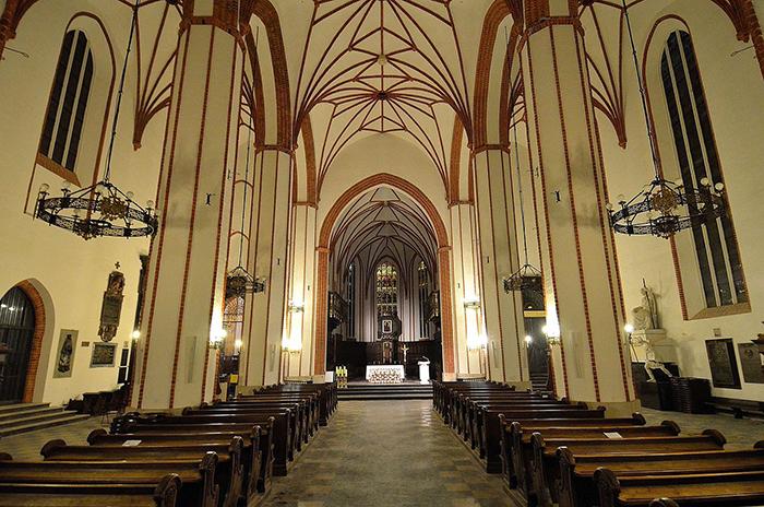 Собор Святого Иоанна Крестителя в Варшаве: внутренне убранство