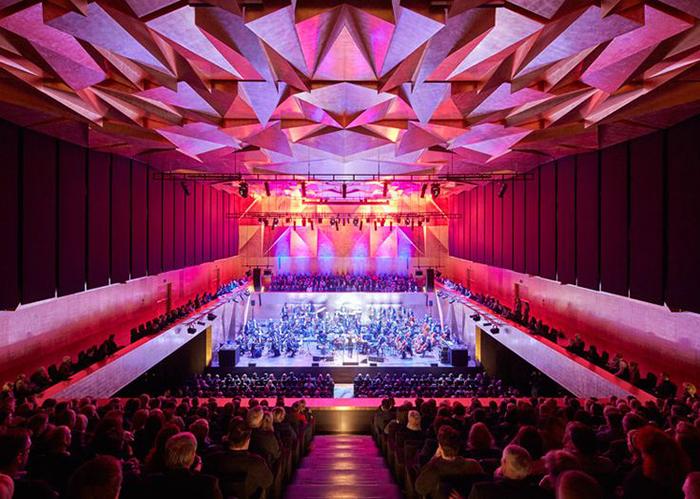 Зал филармонии в Щецине: интерьер главного зала