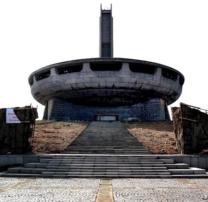 Дом-памятник коммунизму в Бузлудже, Болгария