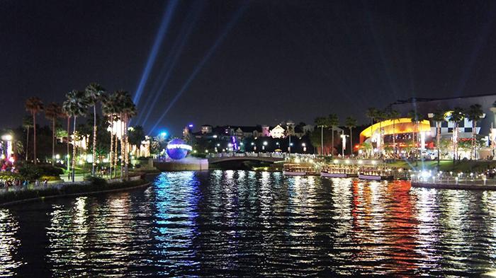 Парк развлечений «Юниверсал Студиос Флорида» в Орландо, США: ночной кадр