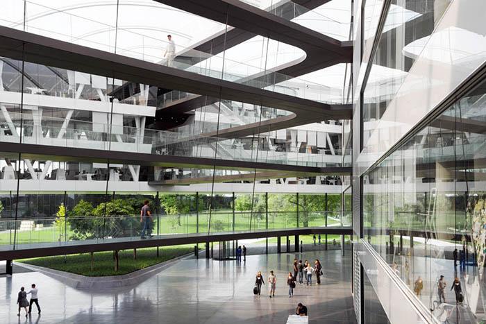 Штаб-квартира «Адидас» в Херцогенаурах: интерьер помещения