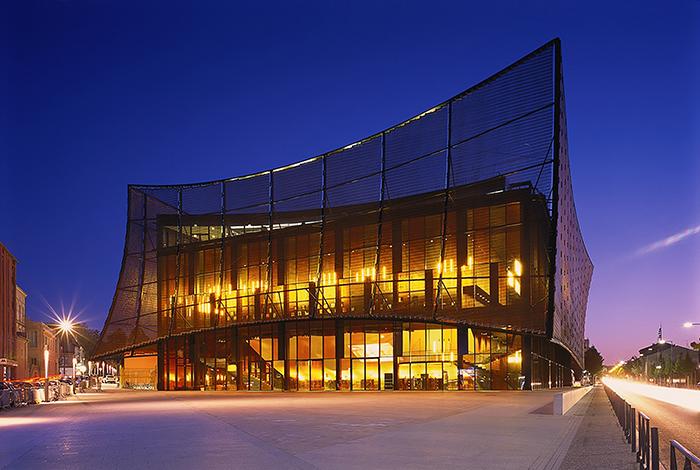 Большой театр в Альби: ночной кадр
