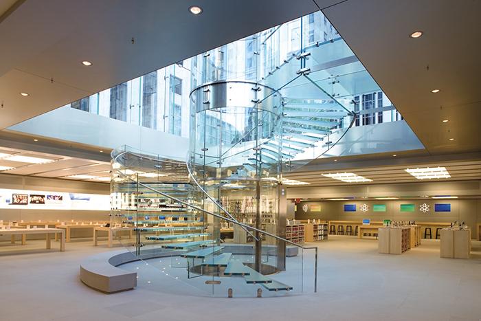 Интерьер нью-йоркского Apple Store