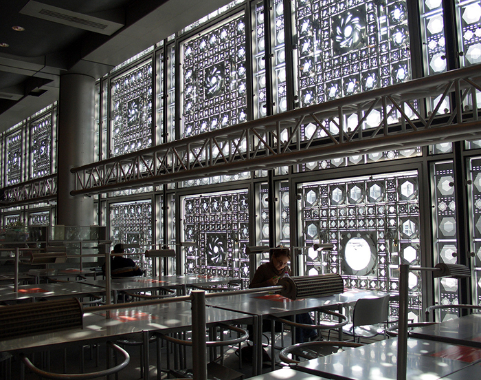 Институт арабского мира в Париже: интерьер помещения