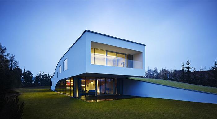 Загородный дом для семьи автомобилистов в Еленя-Гуре